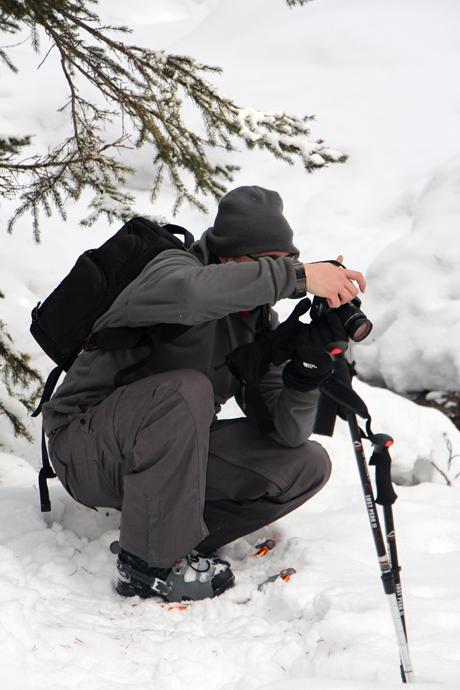 עופר נאבק בתנאי התאורה הלא טריוויאליים של השלג. השמש שנכנסה ויצאה מהעננים תדיר לא עזרה.