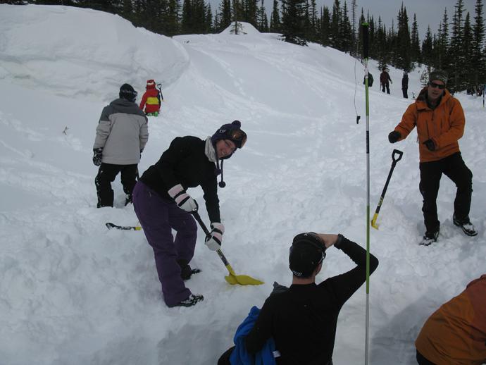 חופרים את השלג לקווינזי ומתקלפים משכבות חמות