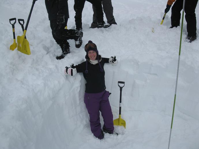 בתוך השוחה ממנה חפרנו את השלג לקווינזי