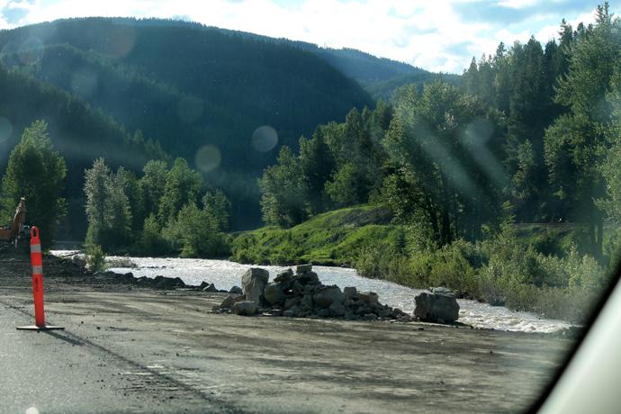 שאריות מהבולדרים שהנהר סחף בקרואוז נסט