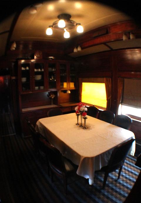 חדר אוכל של רכבת דה לוקס