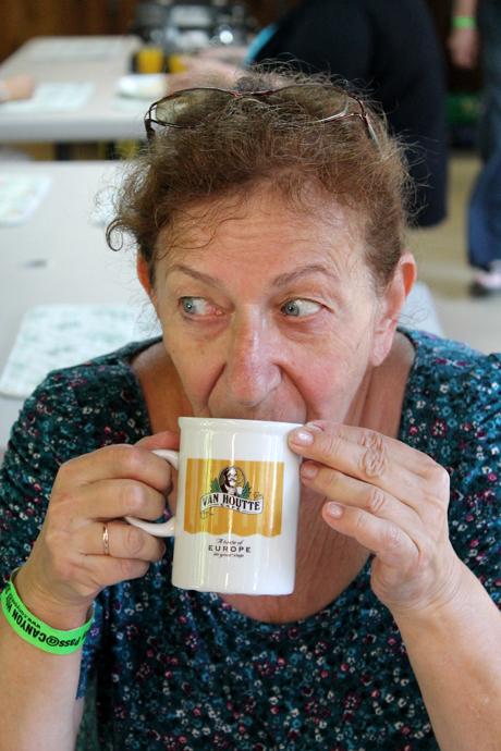 קפה אמריקאי פיכסי על הבוקר