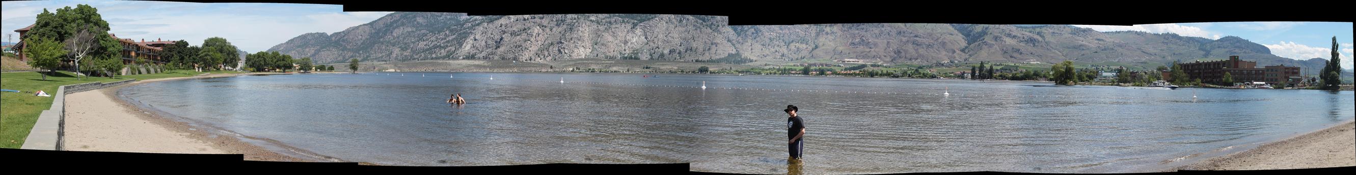 למיטיבי לכת - פנורמה של אגם אוסויוס. על מנת לראות בגודל נורמלי, לחצו על התמונה.