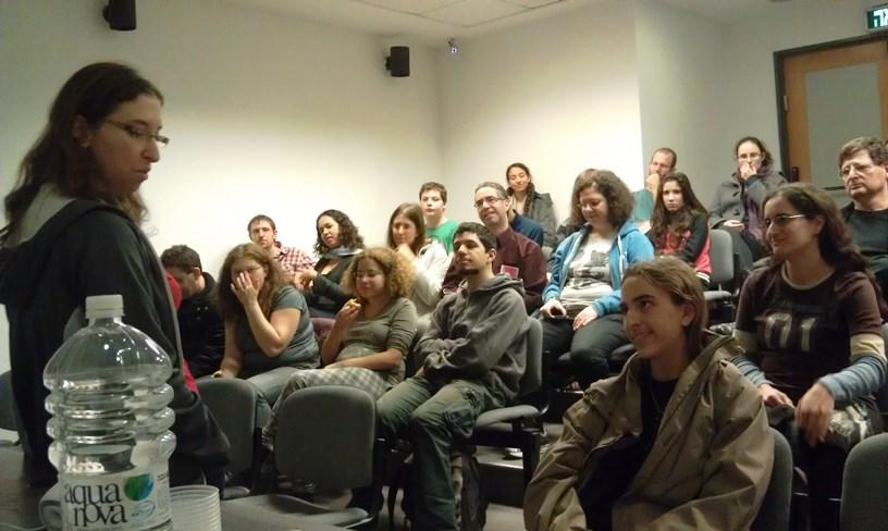 הקהל בהרצאה שלי. מאד התרגשתי שהם מכירים את רוב הספרים שדיברתי עליהם.