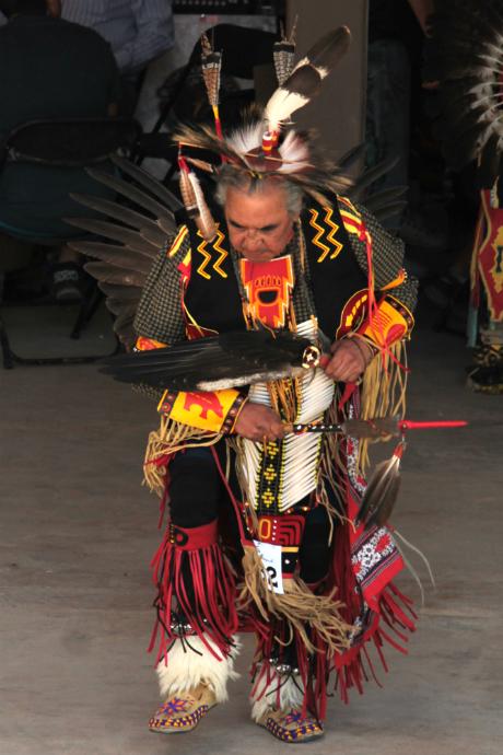 רקדן פאו וואו בתלבושת מסורתית