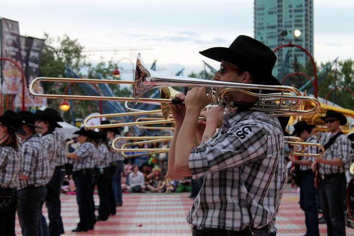 תזמורת נוספת, שרבים מחבריה הם בוגרי תזמורת הסטמפיד
