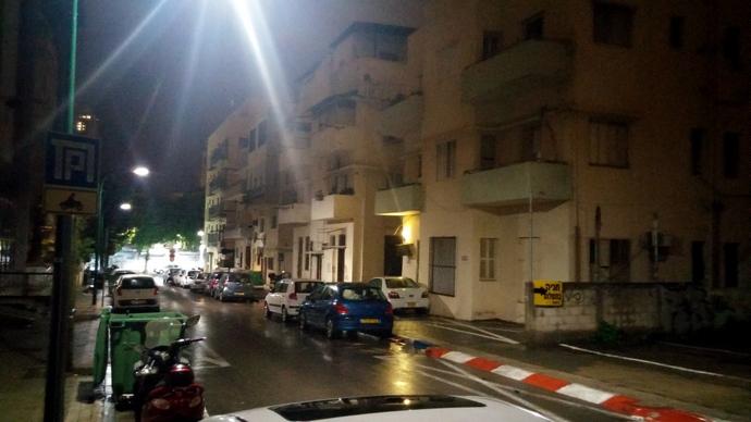הרחוב שלנו בלילה
