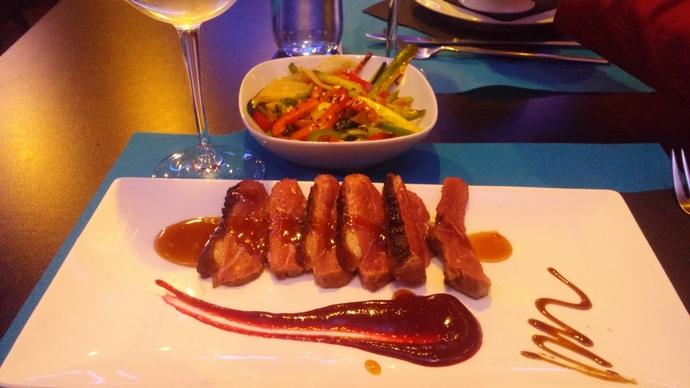 """ברווז במסעדת """"צלחות קטנות"""" (לא להתבלבל עם טאפאס - זה יותר בכיוון של חצי מנה)"""