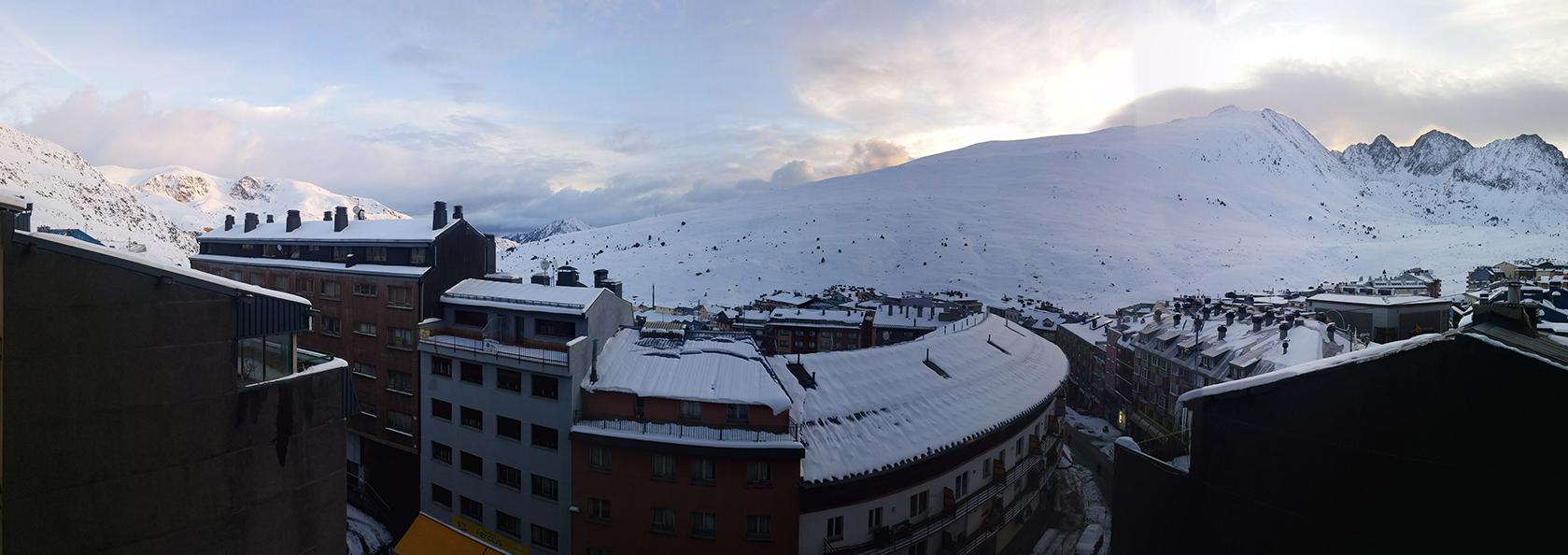 הנוף מחלון חדר המלון שלנו