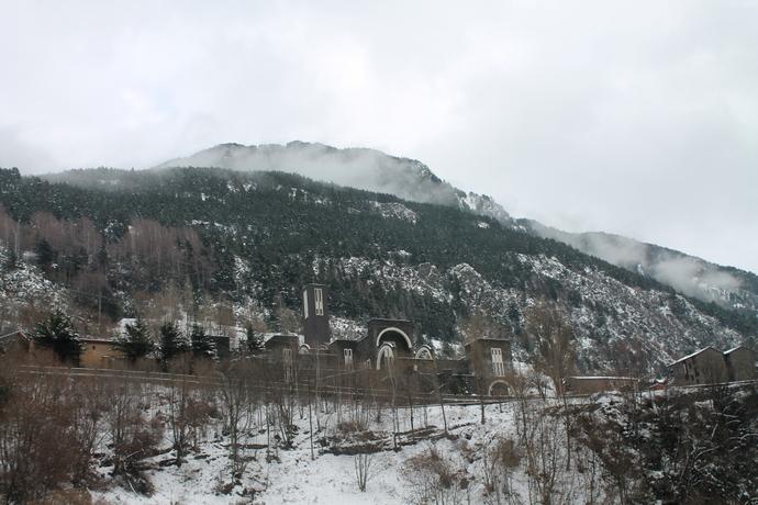 באנדורה עצמה כבר היה קצת שלג גם בהלוך, אבל התמונה הזו היא דווקא מהחזור, שהיה לבן יותר